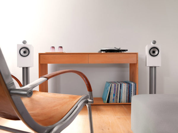Bowers & Wilkins 705 S2 (Lifestyle)