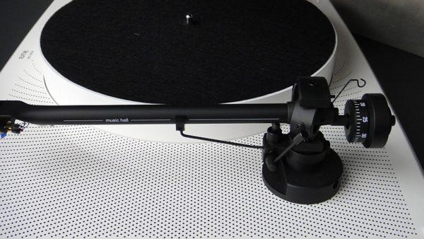 Music Hall - ikura Schallplattenspieler, aus unserer Ausstellung (weiss mit Ortofon 2M Blue)