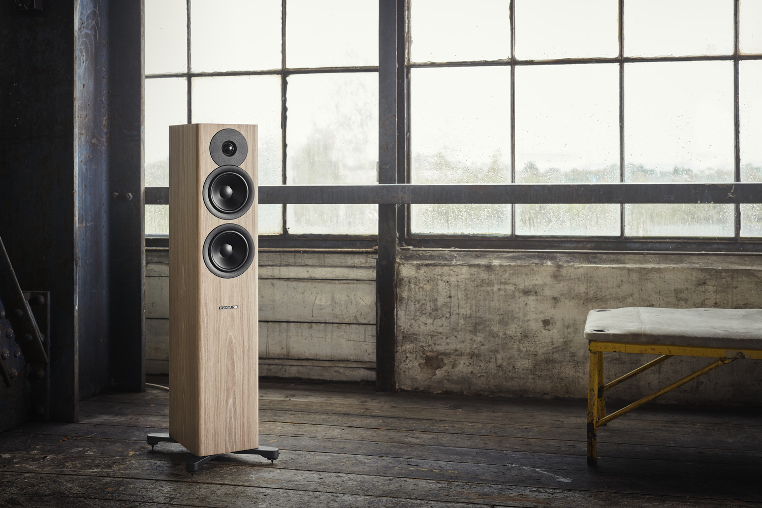 Dynaudio Evoke 30 - Standlautsprecher in Blonde Wood (Lifestyle Beispielabb.)